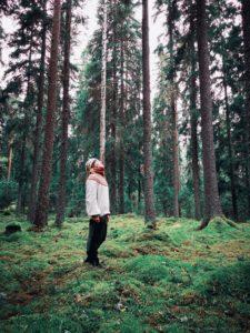 Nina metsässä